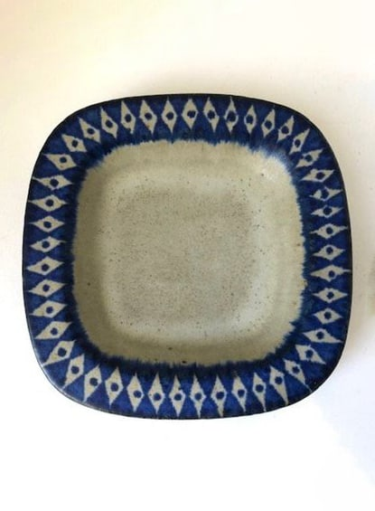 CERAMIC PLATE WITH BLUE DETAILS
