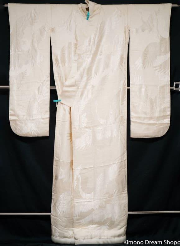 VINTAGE SOFT SMOOTH WHITE LIGHTWEIGHT  KIMONO