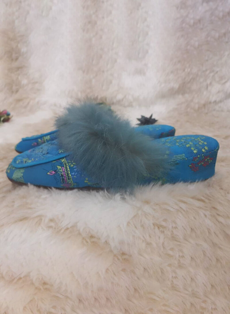 BLUE SLIPPERS WITH FUR