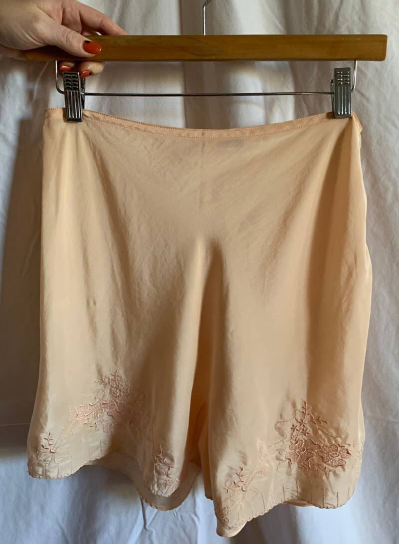 VINTAGE 1930S PEACH EMBROIDERED HIGH WAISTED SHORTS