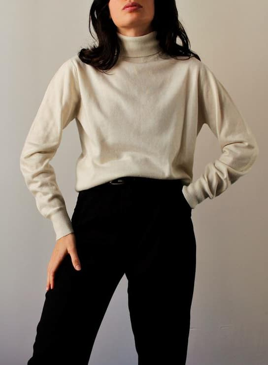 VINTAGE BEIGE TURTLENECK