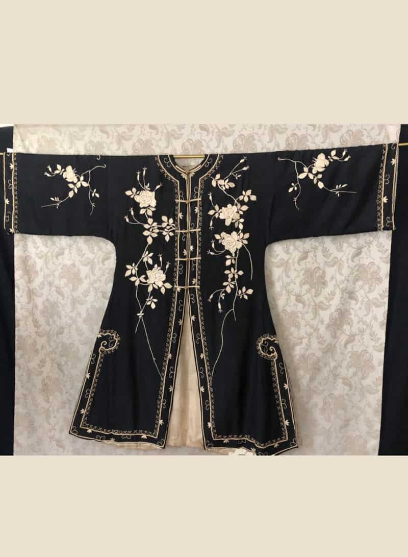VINTAGE CHINESE SILK ROBE FLORAL EMBROIDERY