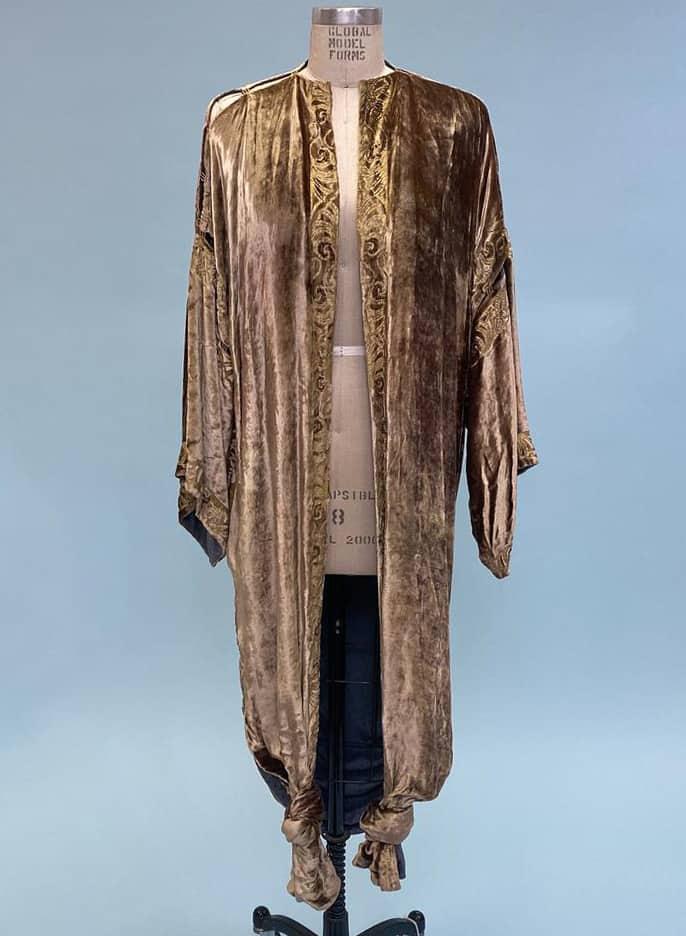 Vintage 1980s 1990s designer Patricia Lester rare silk velvet and gold painted 1920 style kimono robe with beading