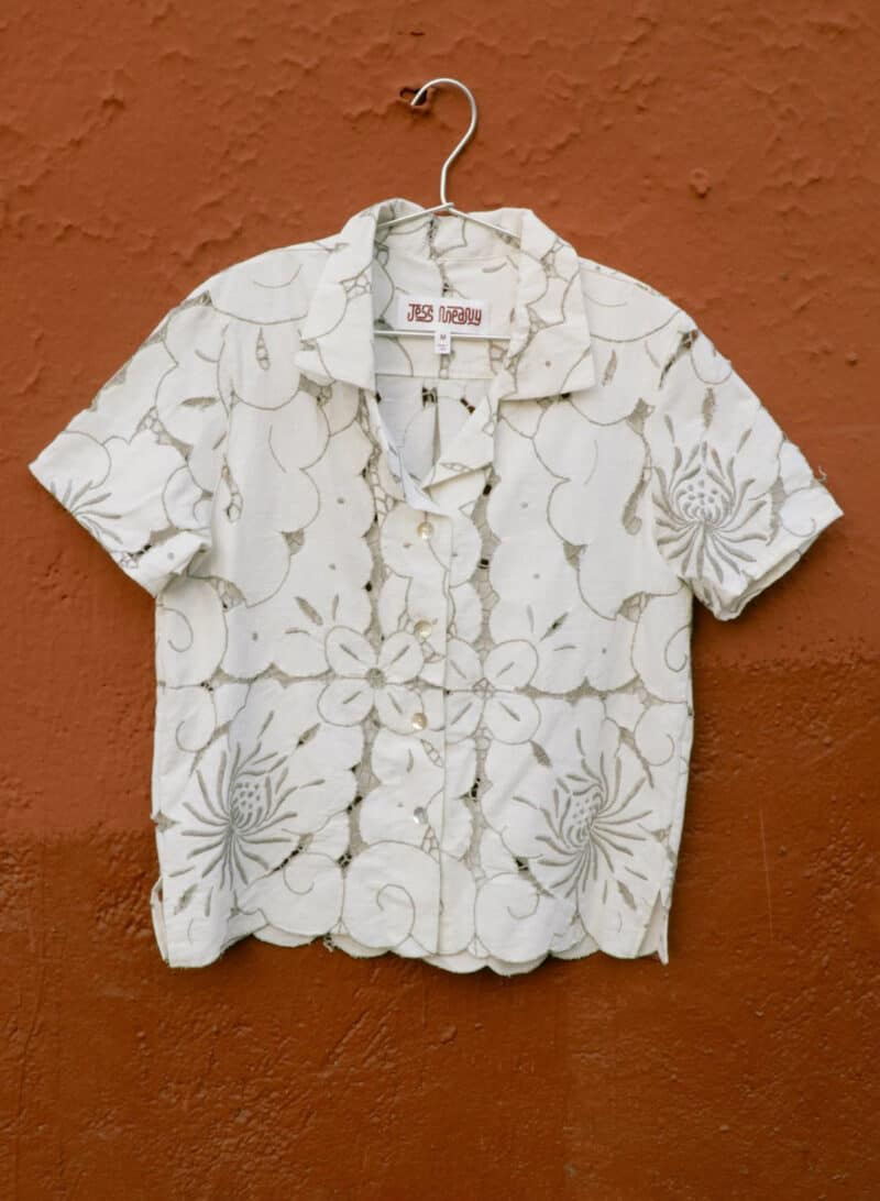 JESS MEANY CUTWORK BLOOMS LAGUNA LOUNGE SHIRT - OFF WHITE