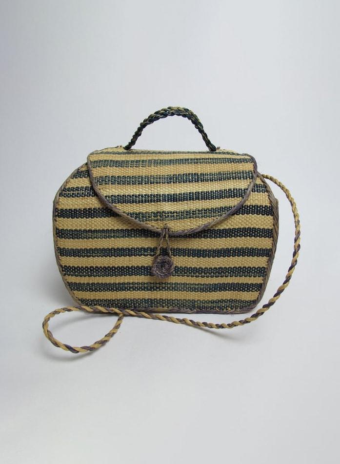 90s straw crossbody bag : 90s small jute bag : 90s small flap bag