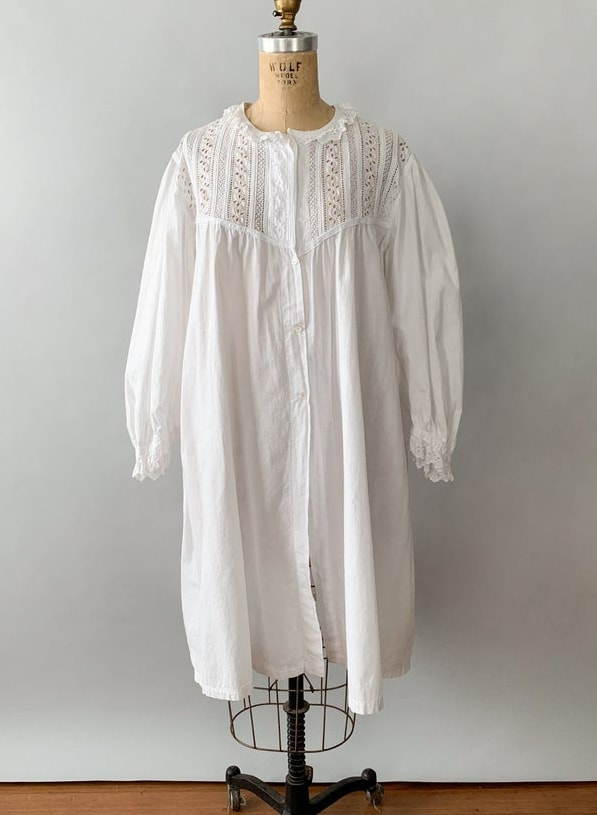 Antique Edwardian 1900s white cotton broderie anglaise eyelet lace yoke balloon poet sleeve nightgown : antique night shirt dress : XS S M L