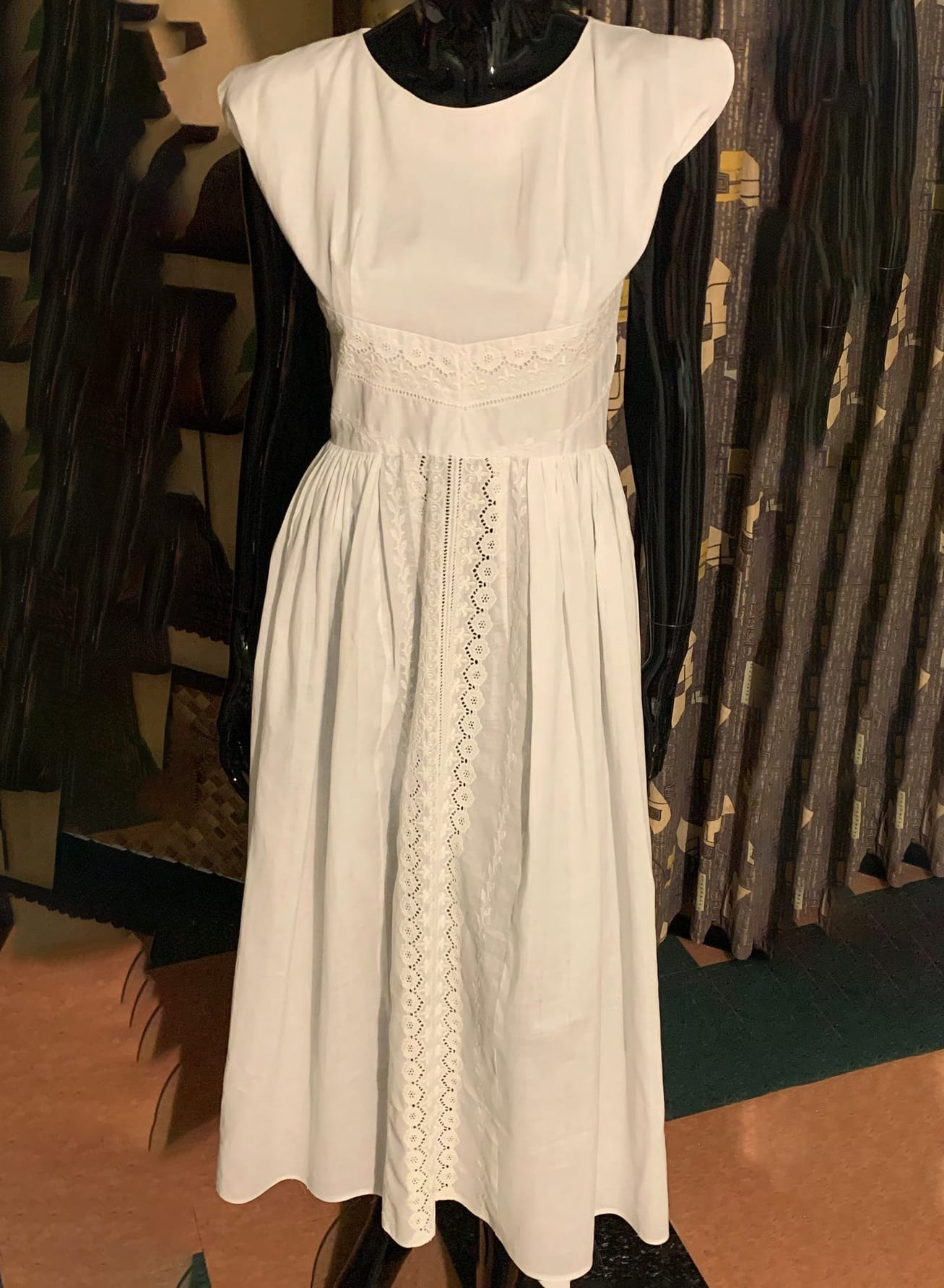 Vintage 1960's Eyelet Lace 60's White Cotton Scoop Collar Tulip Sleeves Womens Casual Party Dress - M