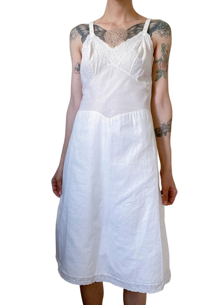 vintage white cotton sundress with eyelet lace detail : size XS