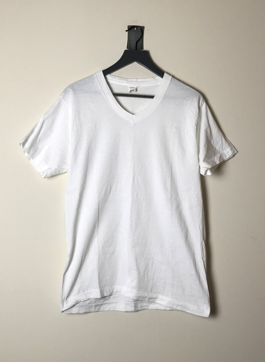 90s Simple Plain Hanes V-neck T-shirt in White - L